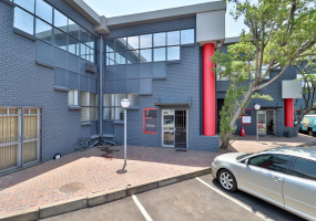Commercial unit available in Wynberg